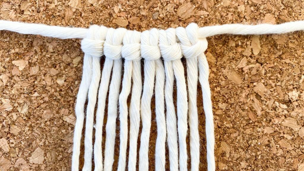 Sechs Ankerstiche an einem Faden für Kreuzknoten Wimpel