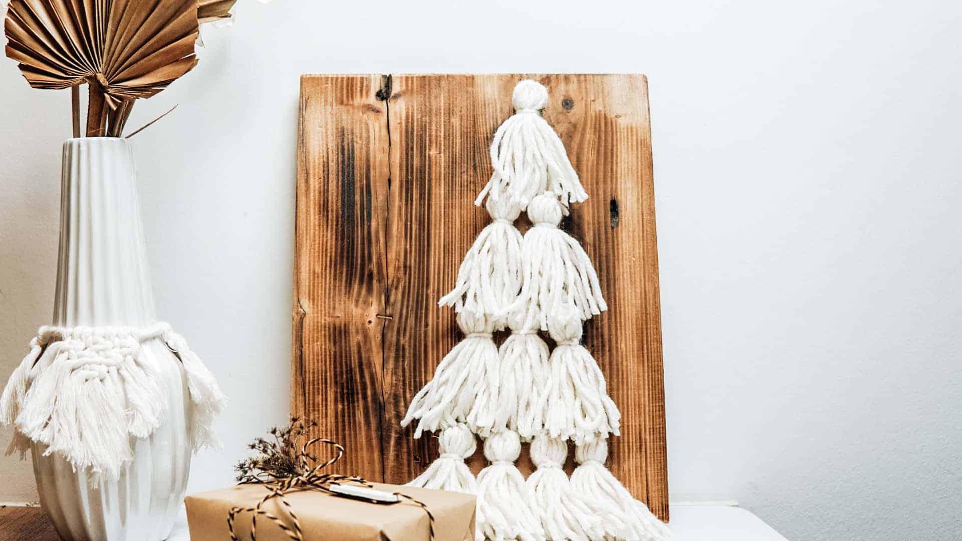 Weihnachtsbaum Deko aus Quasten basteln