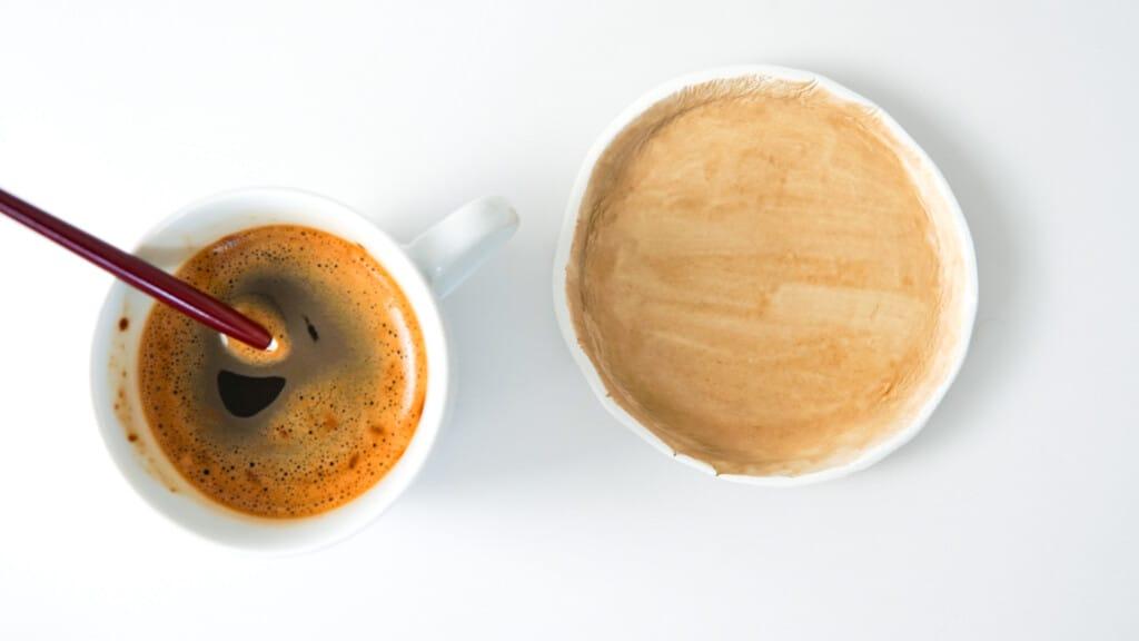 Schmuckschale aus FIMO mit Kaffe bemalen